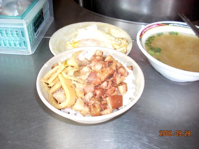 周記爌肉飯:(台中逢甲)藍領朋友最愛的早午餐-爌肉飯