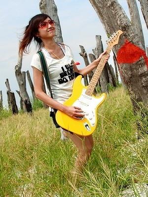 美女吉他手琳琳13