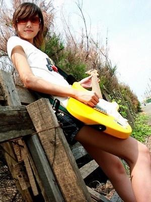 美女吉他手琳琳12