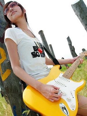 美女吉他手琳琳6
