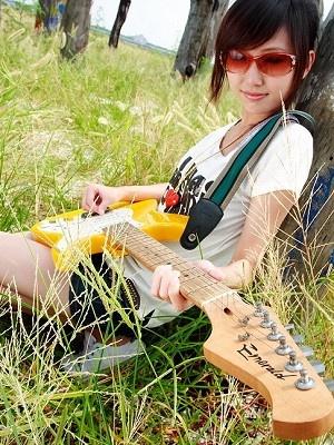 美女吉他手琳琳7