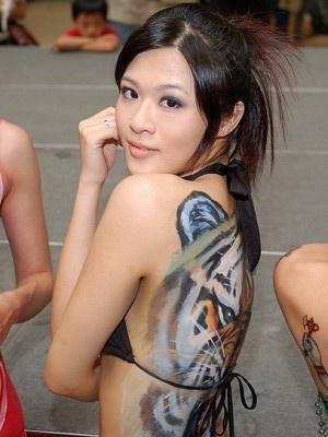 琳恩比基尼人體彩繪