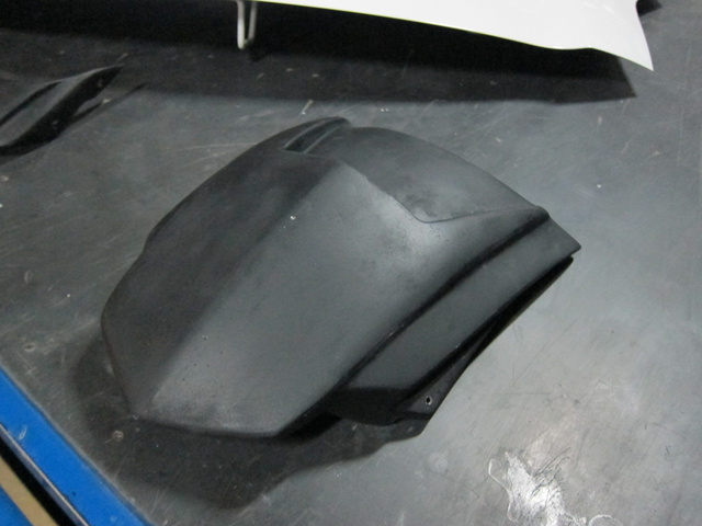 幫車友皮膚很白的阿傑噴的BWS車殼製作篇 - ( ( 微瘋 ...